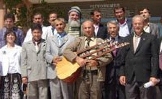 Karamanli Sairler, Rektör Yardimcisi Karatas'i Elestirdi
