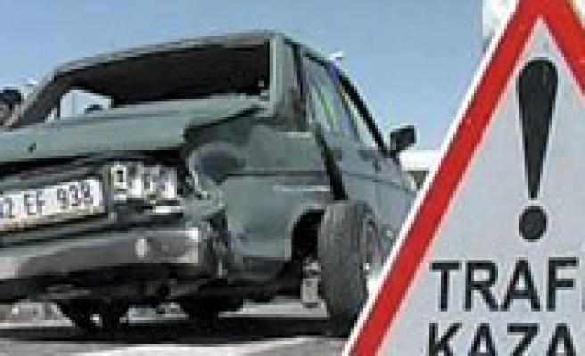 Iki Otomobil Çarpisti: 2 Ölü, 4 Yarali