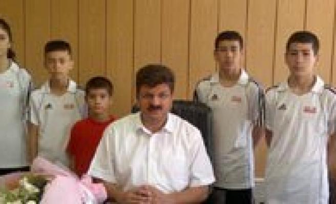 Il Özel Idaresinden Performans Spor Kulübü'ne Malzeme Yardimi