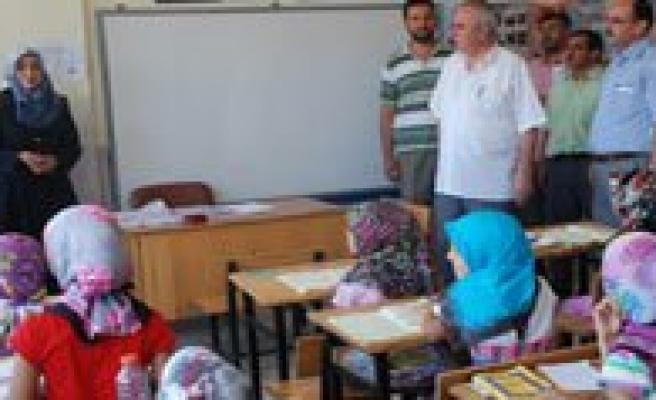 Yaz Kur'an Kursu Ögrencilerine Kur'an-i Kerim Verildi
