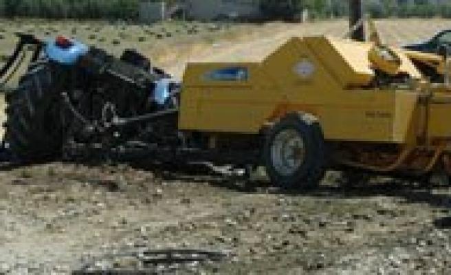 Ray Otobüsü Traktörle Çarpisti: 1 Ölü
