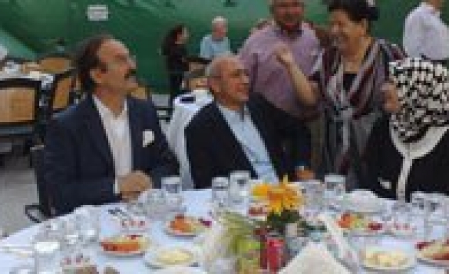 IKEV'in Iftar Yemegine Ilgi Yogundu