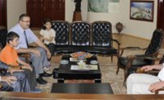 Minik Ögrencilerden Ilkögretim Haftasi Ziyareti