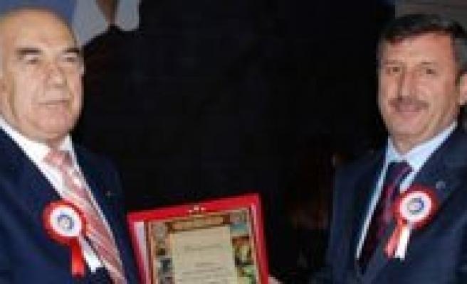 Prof. Dr Mehmet Emin Tugay'dan Kmü'ye Kitap Bagisi