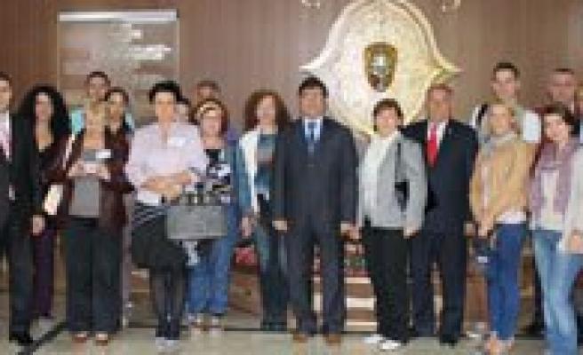 Piri Reis Ilkögretim Okulu Avrupali Misafirlerini Agirliyor