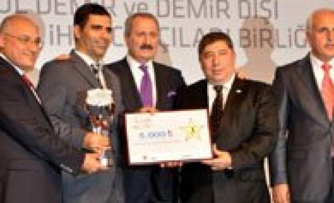 Ekonomi Bakani Zafer Çaglayan'dan Kmü'lü Ögretim Üyesine Ödül