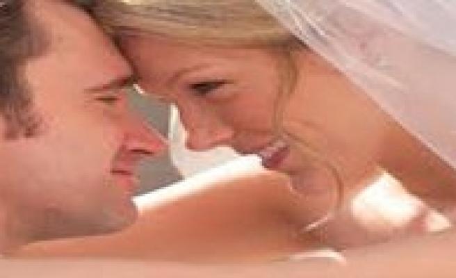 Evliligi Bin 600 Kisiye Ögrettiler