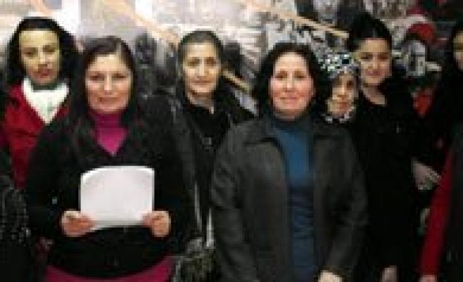"""CHP Kadin Kollari Baskani Inan: """"Gidilmedik Yer, Çalinmadik Kapi, Sikilmadik El Birakmayacagiz"""""""
