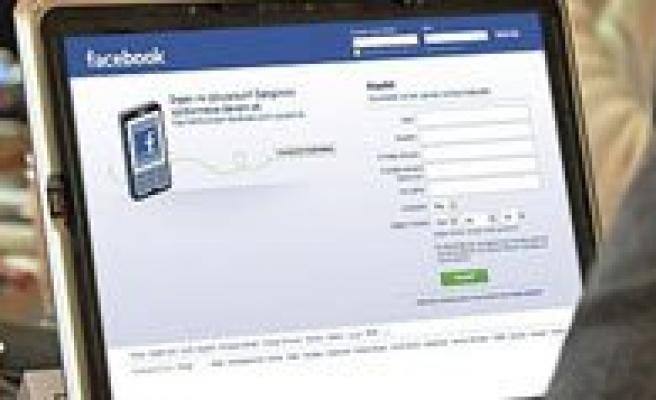 Facebook`ta Özel Mesaj Parali Oluyor!