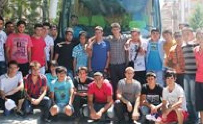 Karamanli Gençler 17. Akdeniz Oyunlarinin Açilisina Gitti