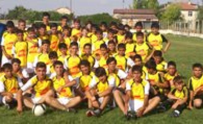Bifa Basakspor 120 Sporcusuyla Karaman Futbolunun Altyapisini Olusturuyor