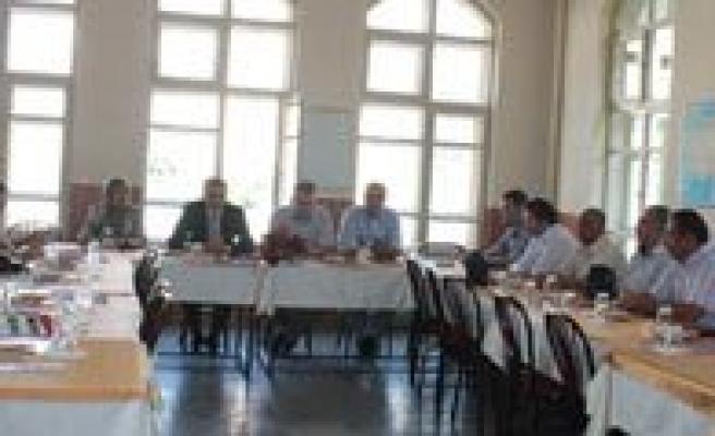Ortaögretim Okullari Rehber Ögretmenlere Okullarini Tantiyor