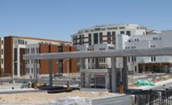 Yeni Hastane Göz Kamastiriyor