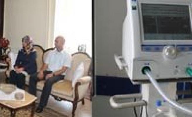 Vefat Eden Esi Için Alinan Ventilatör Cihazini Hastaneye Bagisladi