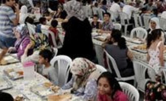 Karaman`da Misir`a Iftarli Destek