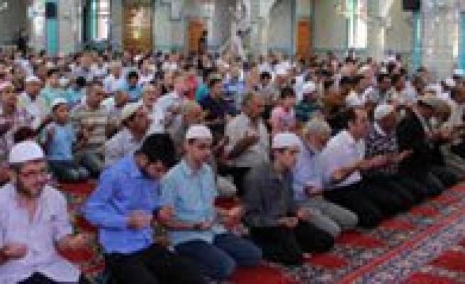 Imam-Azam Camiinde Kur`an Ziyafeti