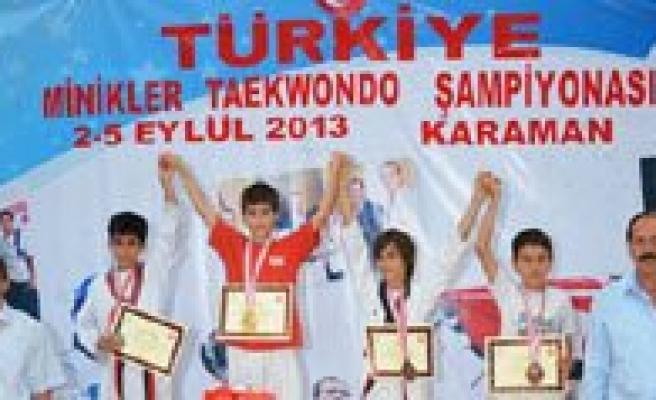 Türkiye Minikler Taekwondo Sampiyonasi Sona Erdi. Erkeklerde Altin, Kizlarda Bronz Madalya Kazandik