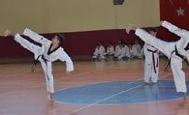 2013 Yili Üçüncü Dönem Taekwondo Kemer Sinavlari Yapildi