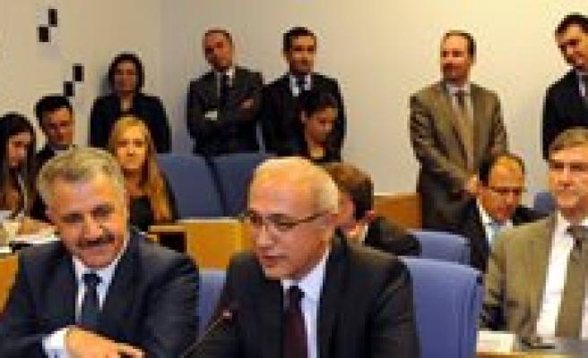 Lütfi Elvan Yeniden TBMM Plan Ve Bütçe Komisyonu Baskani