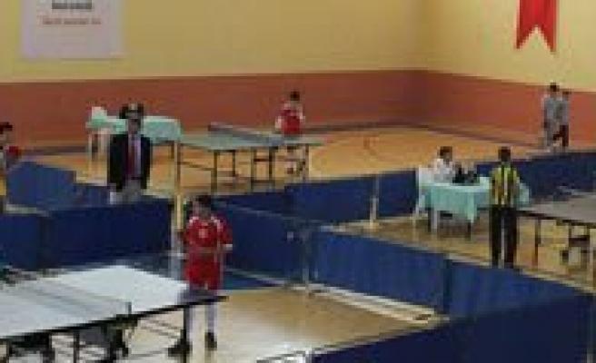 Masa Tenisi ``Cumhuriyet Kupasi`` Müsabakalari Yapildi