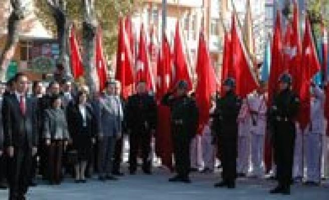 Atatürk'ü Ölümünün 75. Yilinda Saygiyla Andik