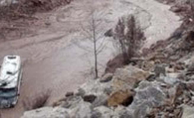 Alanya-Sariveliler Yolunda Minibüs Gölete Uçtu: 8 Ölü 5 Yarali