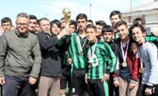 Futbolda Kupalar Sahiplerini Buldu