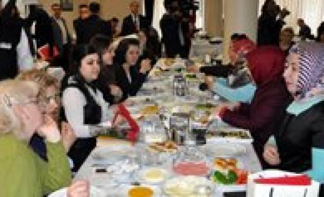 BYEGM Konya Il Müdürlügü Kadin Gazetecileri Kahvaltida Bulusturdu