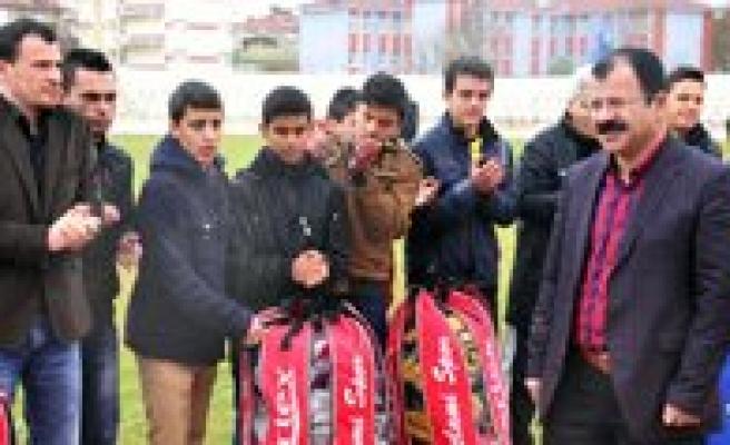 Karaman Belediyesi'nden Amatör Kulüplere Malzeme Destegi