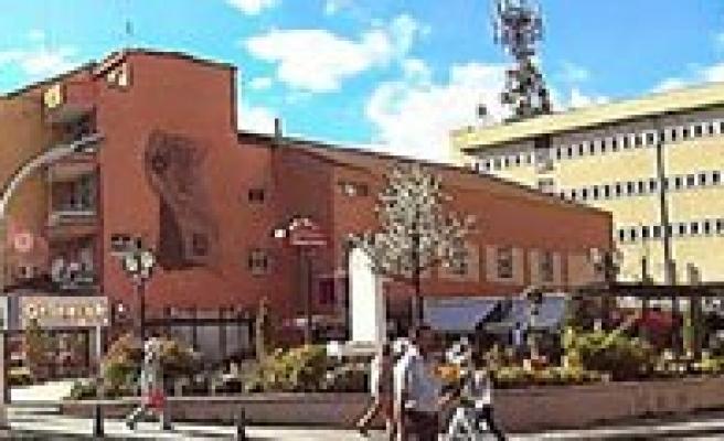 Eski Belediye Binasi Yikilacak. Yerine Ticaret Merkezi Yapilacak