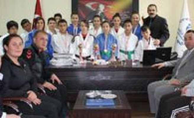 Basarili Judoculardan Il Müdürü Kisacik'a Ziyaret