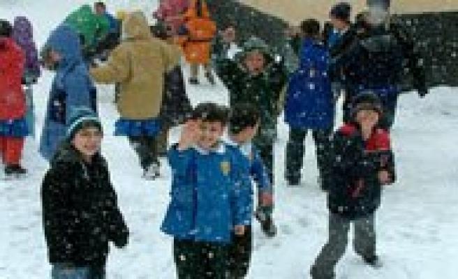 Okullarin Kar Tatili Uzadi