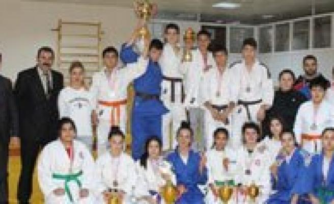 Karaman'da Yapilan Okullar arasi Judo Müsabakalari Sona Erdi