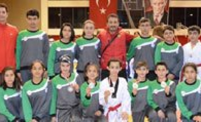 Yildiz Taekwondocularimizdan Büyük Basari