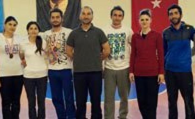 Büyükler Badminton'da Kazanan Dostluk Oldu