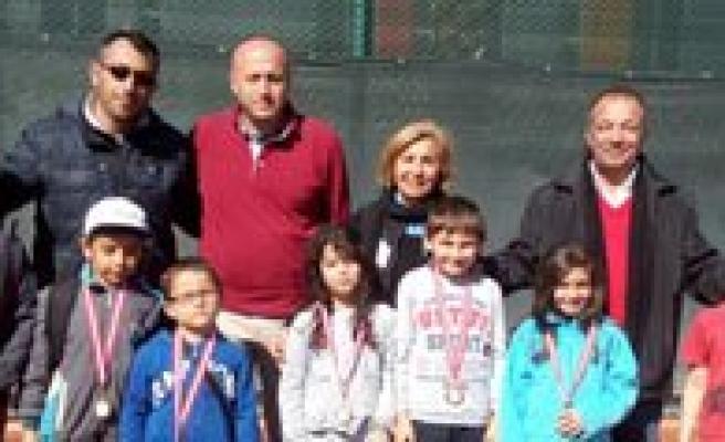 Minik Tenisçilerden Büyük Basari