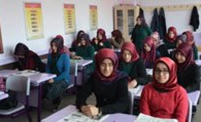 Karaman'da Kiz Imam Hatip Lisesi Osmanlica Gazete Çikardi