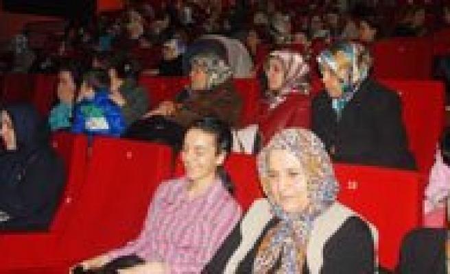 Belediyenin Sinema Etkinligine Bayanlardan Yogun Ilgi