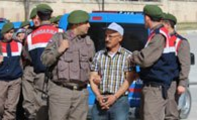 Köy Muhtari Ve Agabeyini Öldüren Zanli Tutuklandi