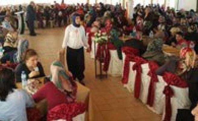 AK Partili Hanimlar Kadinlar Gününde Biraraya Geldi