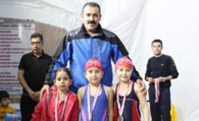 Karaman'da Yüzme Il Birinciligi Yarismalari Sona Erdi