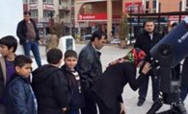 Karaman'da Vatandaslar Günes Tutulmasini Izledi