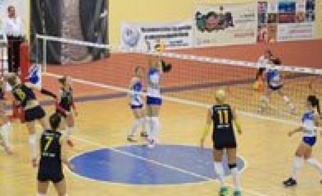 Bayanlar 3. Lig Voleybol Yari Final Müsabakalari Sona Erdi