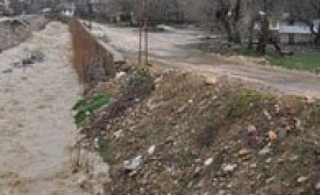 Karaman'da Siddetli Rüzgar Ve Saganak Yagis Etkili Oluyor
