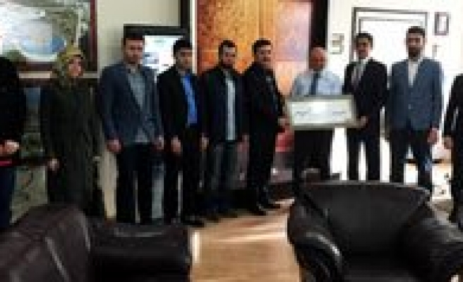 AK Parti Gençlik Kollarindan Baskan Çaliskan'a Ziyaret