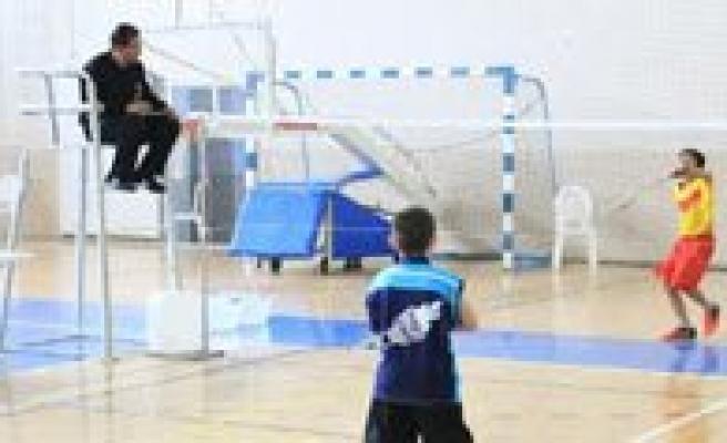 Isitme Engelliler Badminton Türkiye Sampiyonasi Karaman'da Basladi