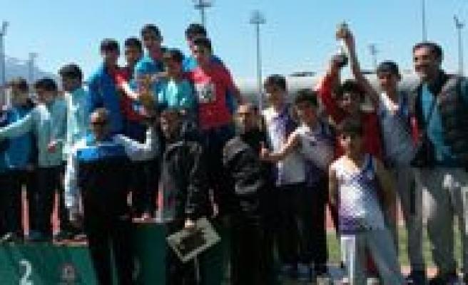 Karaman'dan Küçükler Atletizmde Festival Gibi Zafer