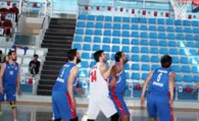 Üniversitelerarasi Basketbol Müsabakalari Basladi