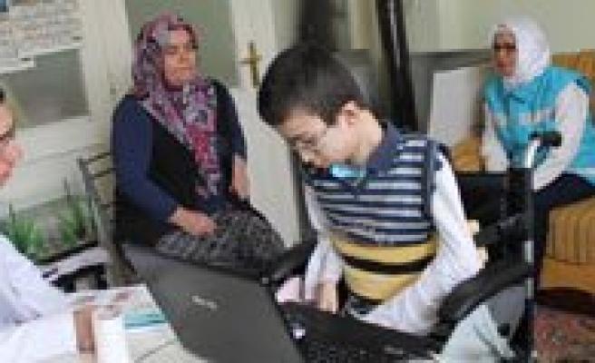Erenoglu, Çocuk Bayraminda Çocuk Hastalari Ziyaret Etti