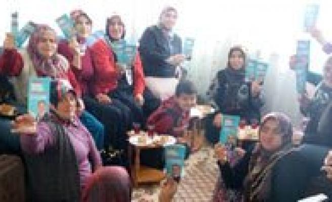 AK Parti Kadin Kollari Seçim Çalismalarina Devam Ediyor